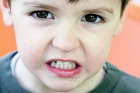 Что делать, если ребенок скрипит зубами?